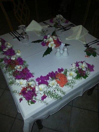 Sun Island Resort: Table au restaurant