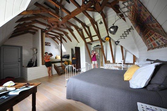 Maison Lespoune : La grande chambre de la suite Arc-en-Ciel, magique!
