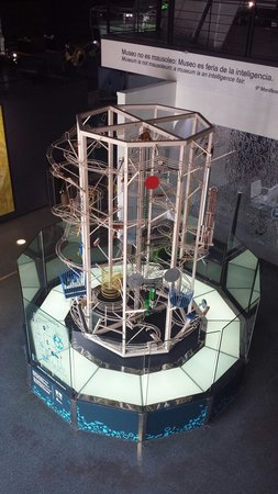 Museo Elder de la Ciencia y la Tecnología: Bollar som rullar i banor å skapar olika ljud