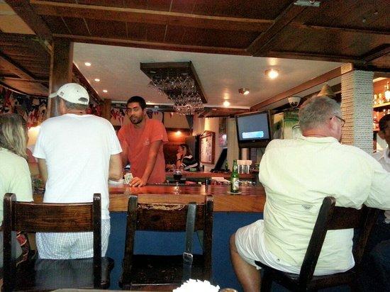 Sint Maarten Yacht Club Bar & Restaurant: Patrons around the bar