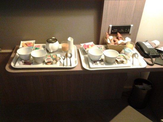 Novotel Avignon Centre: petit déjeuner en chambre