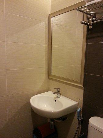 Lotus Hotel KL Sentral: basin