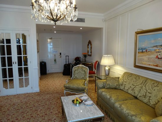 Alvear Palace Hotel: Sitting room in our suite 912