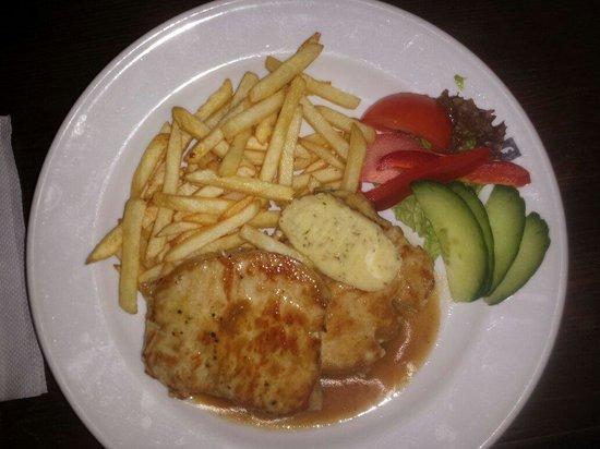 Ferdinanda: Maiale arrosto con patate fritte e burro alle erbe