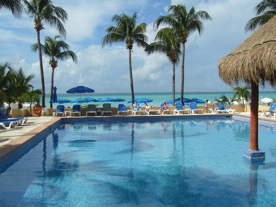 Nautibeach Condos: Pool or beach ? why not both