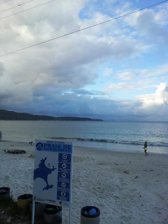Bombinhas Beach: areia branca, mas faixa estreita