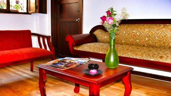 Casa de las Rosas: Living Room