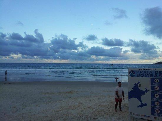 Bombas Beach : PRAIA AMPLA E BONITA