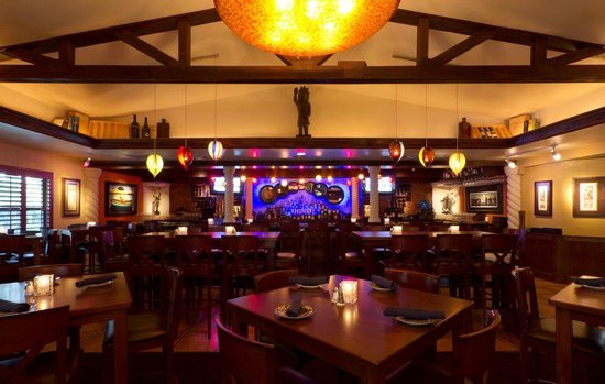 Blue Coyote Supper Club: Welcome to our bar !