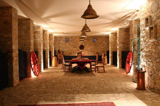 Spata, اليونان: Cellar