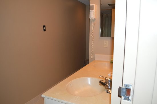 Atlantic Palace Suites: Bathroom