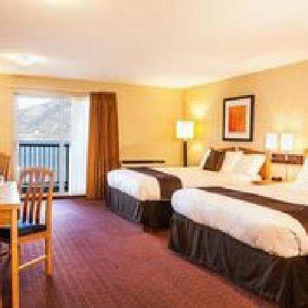 Coast Osoyoos Beach Hotel: 2 Queen beds without kitchen