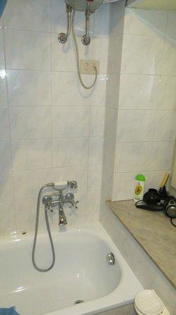 Hootel Duomo Monreale : bathroom