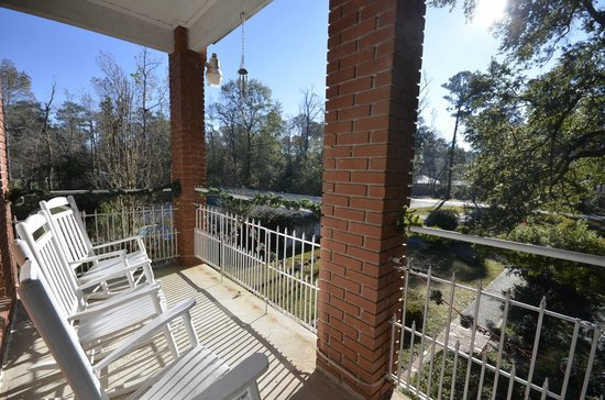 Woodridge Bed and Breakfast of Louisiana: rocking chair on the balcony