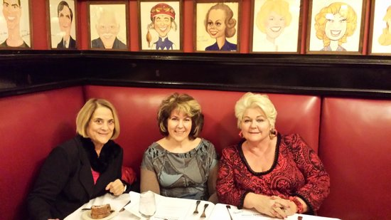 Sardi's Restaurant : enjoying Sardi's