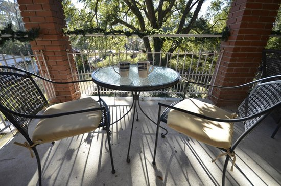 Woodridge Bed and Breakfast of Louisiana: veranda/balcony a great place for a morning cup of coffee