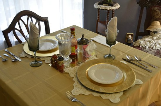 Woodridge Bed and Breakfast of Louisiana: table for two