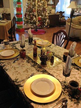 Woodridge Bed and Breakfast of Louisiana: a beautiful breakfast setting