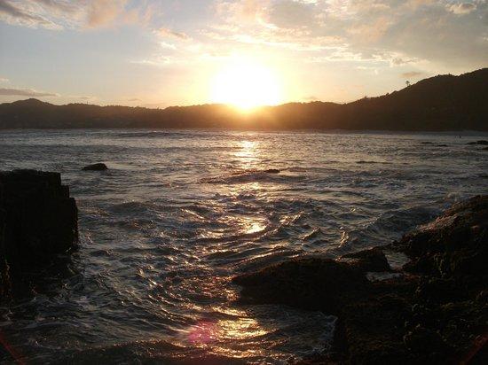 Pousada Capitao Cook : pôr do sol na praia lado norte