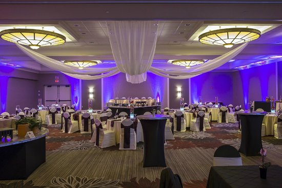 DoubleTree by Hilton Hotel Pittsburgh-Green Tree: Let us help make your wedding night one you won't forget!