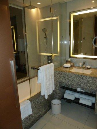 The Westin Bahrain City Centre: Bathroom