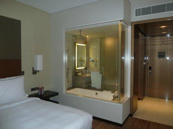The Westin Bahrain City Centre: Bathroom showing Glass screen