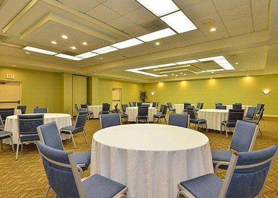 Ramada Hilton Head: meeting room