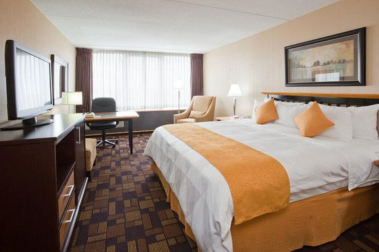Radisson Hotel Milwaukee West : Radisson Milwaukee West Executive King