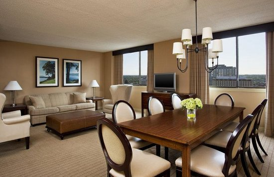 Sheraton Clayton Plaza Hotel St. Louis: Two Bedroom Suite
