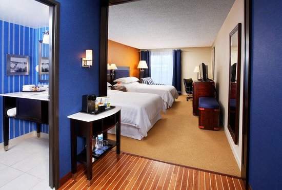 Sheraton Bellevue: Club Room With Two Double Beds
