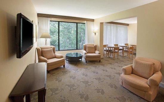 Sheraton Chapel Hill Hotel: Club Lounge