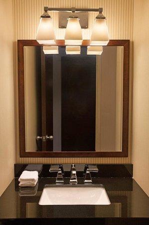 Sheraton Chapel Hill Hotel: Bathroom