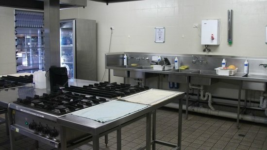 Outback Pioneer Hotel & Lodge, Ayers Rock Resort: The kitchen