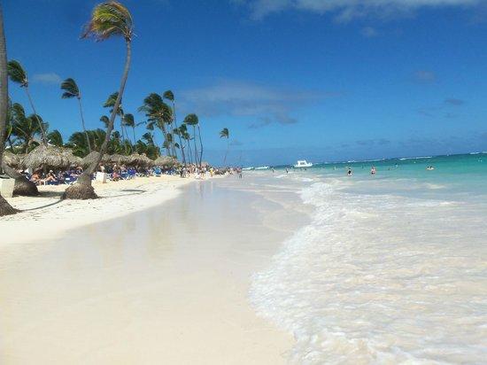 Luxury Bahia Principe Ambar Blue Don Pablo Collection: Walk on the beach!
