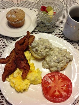 Blue Ridge Inn Bed & Breakfast: Check this out! (I was the favorite, I got 3 pieces of bacon!)