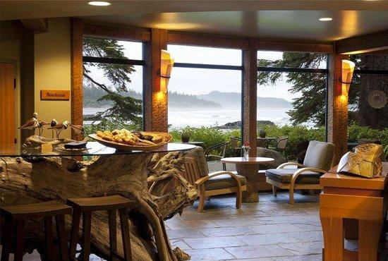 Wickaninnish Inn and The Pointe Restaurant : Driftwood Bar Ivan Hunter
