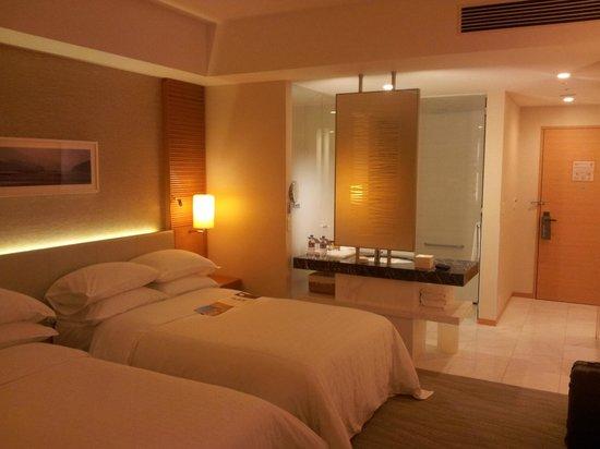 Sheraton Grand Hotel Hiroshima: my double bed room