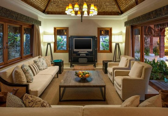 The St. Regis Bora Bora Resort: Royal Estate Living Room