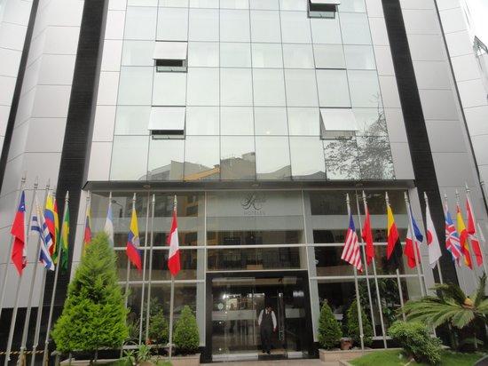 Hotel Jose Antonio Lima: Front of the Hotel