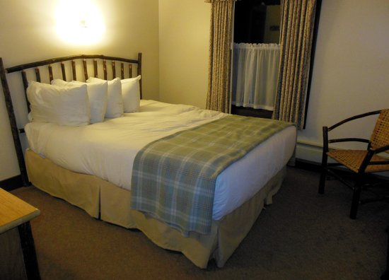 National Park Inn at Mount Rainier: 2nd Floor Corner Room #26