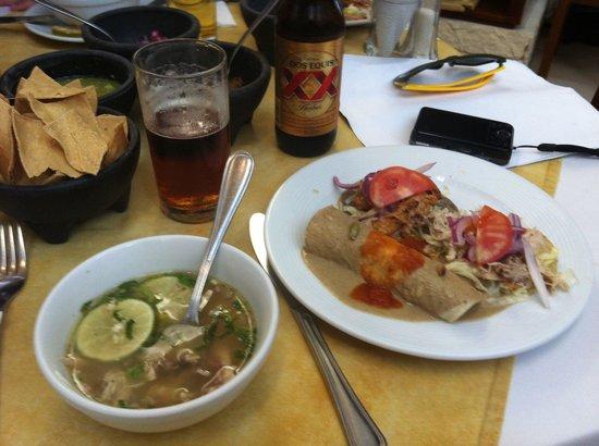 Labna : Sopa de Lima y platillo de entrada!!