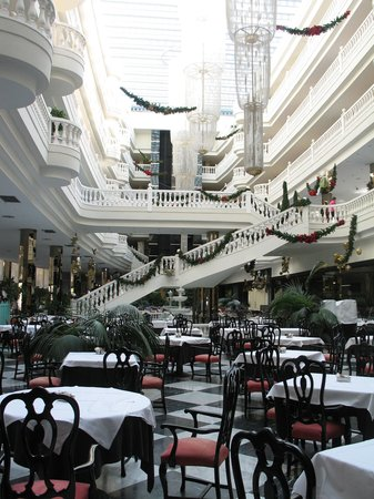 Cleopatra Palace Hotel: Breakfast space in the main building