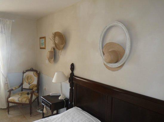 Hotel Amaudo: La chambre