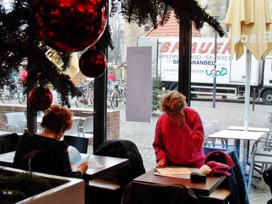 Restaurant Weinkeller Eiscafe Lazzaretti: Een tafeltje bij het raam .