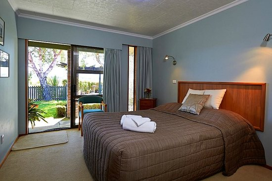 Admiral Creighton Bed & Breakfast: The Birches Queen double bed LED TV and DVD Private bathroom