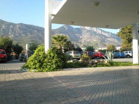 Hotel Sempati: przed hotelem