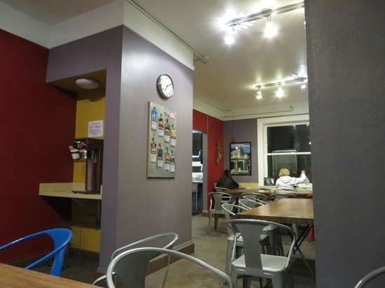 Hostelling International- San Francisco/ Downtown : dining area