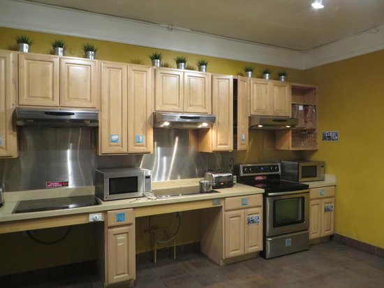Hostelling International- San Francisco/ Downtown : kitchen