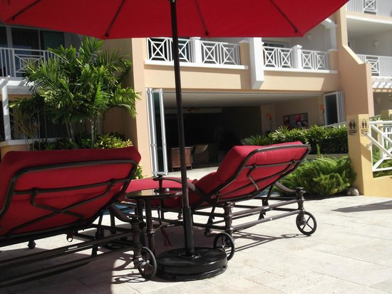 Ocean Two Resort & Residences: Large comfortable loungers