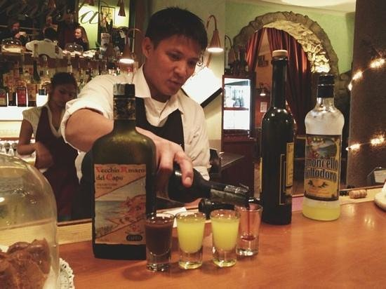 Bellavista Cafe: free liquor after dinner